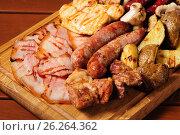 Купить «Meat board for beer», фото № 26264362, снято 12 мая 2017 г. (c) Сергей Старуш / Фотобанк Лори