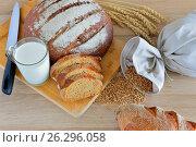 Хлеб на столе. Стоковое фото, фотограф Александр Палехов / Фотобанк Лори