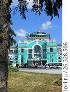 Купить «Город Омск, железнодорожный вокзал Омск-Пассажирский», фото № 26328506, снято 26 августа 2016 г. (c) Виктор Топорков / Фотобанк Лори