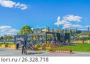 Купить «Пункт проката велосипедов Electra. Москва», эксклюзивное фото № 26328718, снято 14 мая 2017 г. (c) Виктор Тараканов / Фотобанк Лори