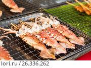 Купить «squids on grill at street market», фото № 26336262, снято 7 февраля 2015 г. (c) Syda Productions / Фотобанк Лори