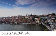 Dom Luis I Bridge in Porto, Portugal, видеоролик № 26341846, снято 8 мая 2017 г. (c) Лиляна Виноградова / Фотобанк Лори