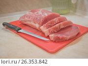 Свиная корейка на разделочной доске. Стоковое фото, фотограф Краснова Ирина / Фотобанк Лори