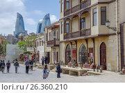 Купить «BAKU, AZERBAIJAN - MAY 2017: Street market of souvenirs and traditional handycraft Icheri sheher (Old Town) with view of flaming towers», фото № 26360210, снято 25 апреля 2017 г. (c) Аркадий Захаров / Фотобанк Лори