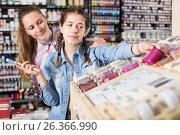 Купить «Family shopping art paints», фото № 26366990, снято 12 апреля 2017 г. (c) Яков Филимонов / Фотобанк Лори