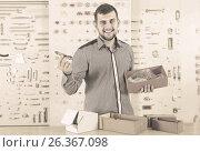 Купить «male seller sorting boxes with door handles in houseware shop», фото № 26367098, снято 5 апреля 2017 г. (c) Яков Филимонов / Фотобанк Лори