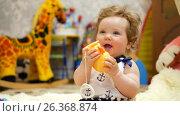 Купить «Happy baby in her favorite house», видеоролик № 26368874, снято 22 мая 2017 г. (c) Константин Мерцалов / Фотобанк Лори
