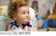 Купить «Happy baby in her favorite house. Feeding baby with a spoon.», видеоролик № 26369058, снято 22 мая 2017 г. (c) Константин Мерцалов / Фотобанк Лори