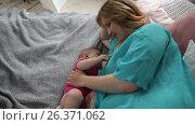 Charming mother feeding breast to her baby at home. Стоковое видео, видеограф Швец Анастасия / Фотобанк Лори