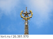 Купить «Шпиль здания МГУ в Москве», эксклюзивное фото № 26381970, снято 1 октября 2016 г. (c) Константин Косов / Фотобанк Лори