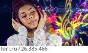 Купить «Happy casual woman listenning music with headphones in front of musical note background», фото № 26385466, снято 25 июня 2019 г. (c) Wavebreak Media / Фотобанк Лори