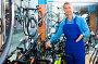 man in uniform working in bicycle shop, фото № 26389414, снято 27 сентября 2016 г. (c) Яков Филимонов / Фотобанк Лори