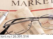 Купить «Очки и ручка на газете с финансовыми новостями», фото № 26391514, снято 21 января 2010 г. (c) Александр Гаценко / Фотобанк Лори