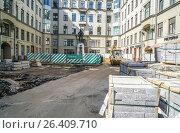 Купить «Реконструкция площади Воровского», эксклюзивное фото № 26409710, снято 22 мая 2017 г. (c) Виктор Тараканов / Фотобанк Лори