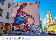 """Купить «""""Послание"""" на Рождественке. Граффити.», эксклюзивное фото № 26419506, снято 27 мая 2017 г. (c) Виктор Тараканов / Фотобанк Лори"""