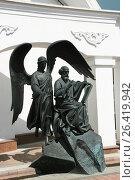 Купить «Скульптура учёного святого и ангела, Минск, Беларусь», фото № 26419942, снято 6 мая 2017 г. (c) Марина Шатерова / Фотобанк Лори