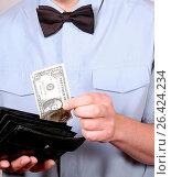 Купить «Waiter cashing», фото № 26424234, снято 3 апреля 2020 г. (c) age Fotostock / Фотобанк Лори