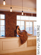 Portrait of beautiful luxury woman posing near window. Стоковое фото, фотограф Дарья Зуйкова / Фотобанк Лори