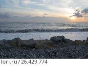 Берег моря с закатом, камнями и волной. Стоковое фото, фотограф Виктория Ратникова / Фотобанк Лори
