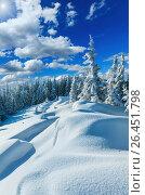 Snowdrifts on winter snow covered mountainside. Стоковое фото, фотограф Юрий Брыкайло / Фотобанк Лори