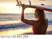 Купить «Surfer at sunset», фото № 26453354, снято 4 января 2017 г. (c) Raev Denis / Фотобанк Лори