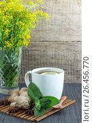 Купить «Белая кружка чая с имбирем мятой и лимоном», фото № 26456770, снято 20 июня 2019 г. (c) Скляров Роман / Фотобанк Лори