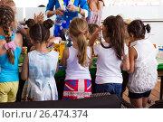 Девочки непоседы (2015 год). Редакционное фото, фотограф Наталья Слюсаренко / Фотобанк Лори
