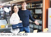 Купить «spouses selecting new domestic appliances», фото № 26482430, снято 20 января 2016 г. (c) Татьяна Яцевич / Фотобанк Лори