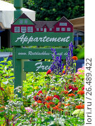 Купить «Sign 'apartment available' in a colourful blooming flowerbed, Germany, Schleswig-Holstein, Northern Frisia, Sankt Peter-Ording», фото № 26489422, снято 14 июля 2015 г. (c) age Fotostock / Фотобанк Лори