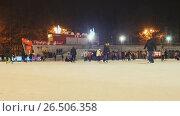 Купить «MOSCOW, RUSSIA - JANUARY 1, 2017: Skating rink in the open air. People skate in the winter. Evening time. Christmas lights.», видеоролик № 26506358, снято 1 января 2017 г. (c) Mikhail Davidovich / Фотобанк Лори