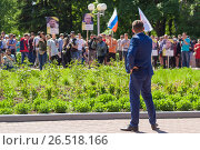 A man in a suit is standing at a rally against corruption in the city of Cheboksary, the Chuvash Republic. 06/12/2017. Редакционное фото, фотограф Александр Якимов / Фотобанк Лори