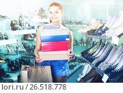 Купить «Redhead teenager female holding boxes in shoes boutique», фото № 26518778, снято 15 сентября 2016 г. (c) Яков Филимонов / Фотобанк Лори