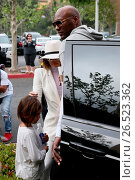 The Kardashian Family and Lamar Odom attend the Easter Sunday service... (2016 год). Редакционное фото, фотограф Michael Wright / WENN.com / age Fotostock / Фотобанк Лори