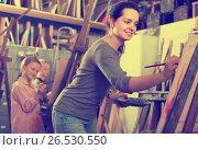 Купить «Woman teacher giving workshop session during painting class», фото № 26530550, снято 10 декабря 2018 г. (c) Яков Филимонов / Фотобанк Лори