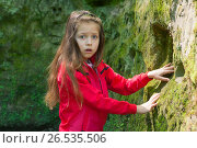 Купить «Девочка в Дантовом ущелье. Горячий ключ», фото № 26535506, снято 1 апреля 2020 г. (c) Марина Володько / Фотобанк Лори