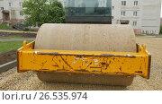 Купить «Road works, compaction of gravel», видеоролик № 26535974, снято 25 марта 2019 г. (c) Константин Мерцалов / Фотобанк Лори