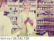 Купить «Seller helping customer to choose care products», фото № 26542130, снято 15 марта 2017 г. (c) Яков Филимонов / Фотобанк Лори