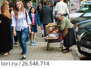 Купить «Старушка продает яблоки на оживленной городской улице», фото № 26548714, снято 10 мая 2017 г. (c) Эдуард Паравян / Фотобанк Лори