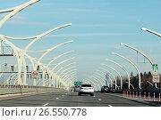 Купить «Санкт-Петербург, автодорога КАД солнечный днём летом», эксклюзивное фото № 26550778, снято 19 мая 2017 г. (c) Дмитрий Неумоин / Фотобанк Лори