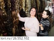 Купить «Purchasers buying clip-in natural hair extension», фото № 26552102, снято 17 октября 2018 г. (c) Яков Филимонов / Фотобанк Лори