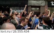 Купить «RUSSIA, MOSCOW - JUNE 12, 2017: Rally Against Corruption Organized by Navalny on Tverskaya Street. People jingle keys in a sign that this is their home.», видеоролик № 26555434, снято 12 июня 2017 г. (c) Aleksandr Lutcenko / Фотобанк Лори