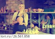 Купить «Laughing woman potter carrying ceramic vessels», фото № 26561858, снято 20 октября 2018 г. (c) Яков Филимонов / Фотобанк Лори
