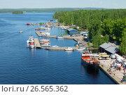 Купить «Вид на порт городка Пуумала июньским днем. Финляндия», фото № 26565362, снято 17 июня 2017 г. (c) Виктор Карасев / Фотобанк Лори