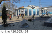Купить «Центральный универмаг Симферополя (ЦУМ)», фото № 26565434, снято 11 апреля 2017 г. (c) Ярослав Коваль / Фотобанк Лори