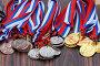 Золотые, серебряные и бронзовые медали на столе, фото № 26567926, снято 11 июня 2017 г. (c) Акиньшин Владимир / Фотобанк Лори