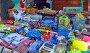 Торговля детскими игрушками с уличного лотка, фото № 26570194, снято 26 февраля 2017 г. (c) Александр Замараев / Фотобанк Лори