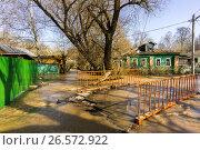 Купить «Московская область, весеннее половодье в городе Сергиев Посад», фото № 26572922, снято 19 апреля 2013 г. (c) glokaya_kuzdra / Фотобанк Лори