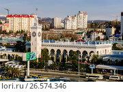 Купить «Сочи, вид сверху на железнодорожный вокзал и городскую застройку в Центральном районе», фото № 26574346, снято 25 августа 2019 г. (c) glokaya_kuzdra / Фотобанк Лори