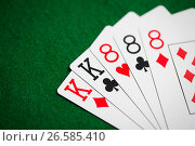 Купить «poker hand of playing cards on green casino cloth», фото № 26585410, снято 15 марта 2017 г. (c) Syda Productions / Фотобанк Лори