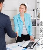 Купить «Businesswoman meetings male colleague», фото № 26586866, снято 1 июня 2017 г. (c) Яков Филимонов / Фотобанк Лори